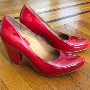 NEW Earthies Talera red patent heels shoes 8 pumps